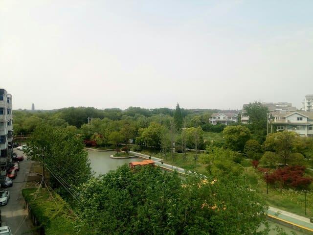 背靠瘦西湖宋夹城景区的家