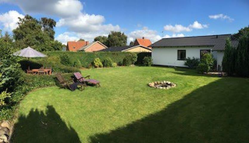 Skønt hus i Struer, med stor privat have - Struer - Casa