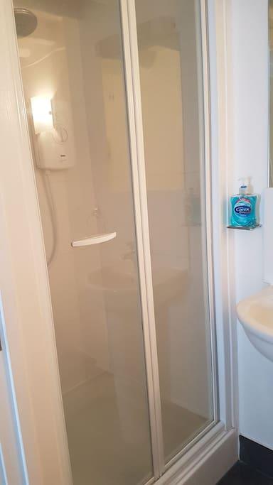 Bathroom cubicle