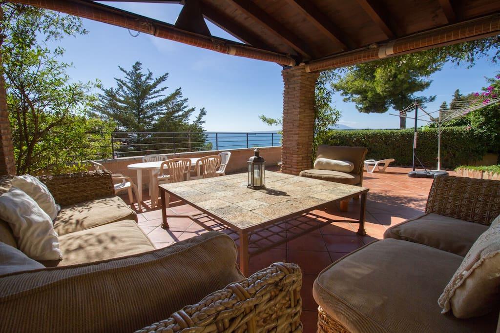 Cenador-porche con vistas al Mediterraneo