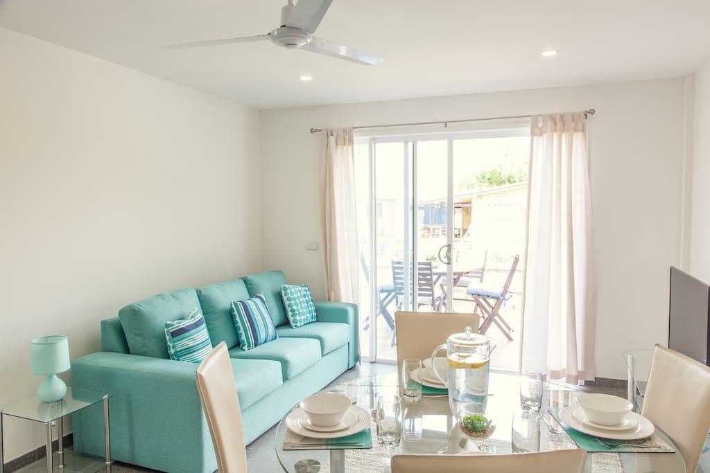 modern 2 bedroom h user zur miete in miami queensland australien. Black Bedroom Furniture Sets. Home Design Ideas