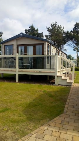 A Luxury seaview lodge, Seton Sands near Edinburgh