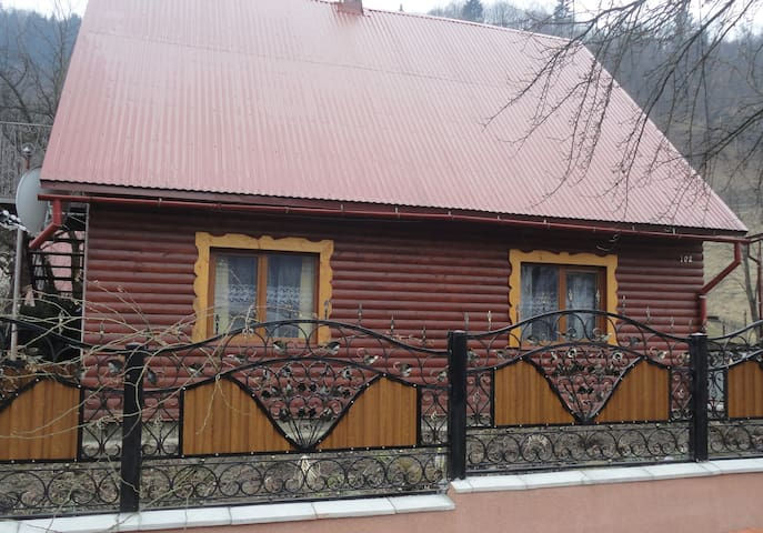 Lovely cottage/затишна оселя Room1