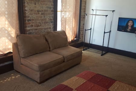 Loft w/3 private rooms booked indiv - Clarksville