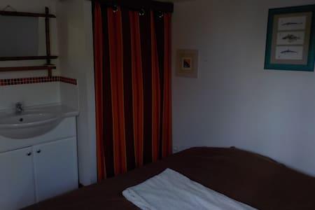 Chambre au calme - Groix - Guesthouse