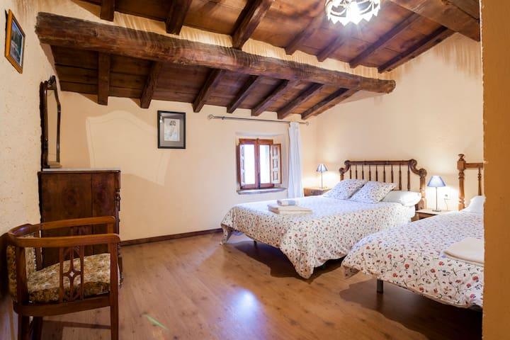 La Canal turisme rural habitación nº5 - Gombrèn - Bed & Breakfast