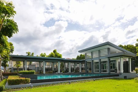 3BR Villa w/high speed wifi, gym, pool, garden - ภูเก็ต