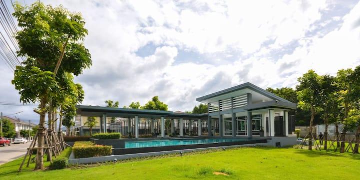 3BR Villa w/high speed wifi, gym, pool, garden