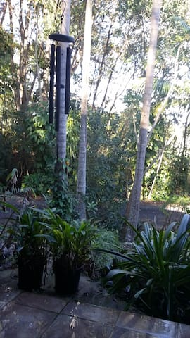 Self contained flat, tropical acre, pet friendly