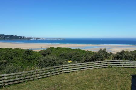 Quiet beach chalet - Hayle