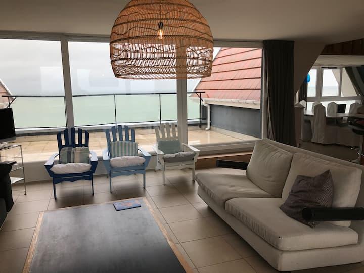 Superbe Penthouse face à la mer.