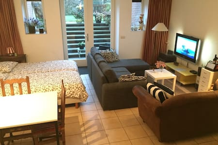 Spacious private Studio + steam shower and bikes - Soest - Apartamento