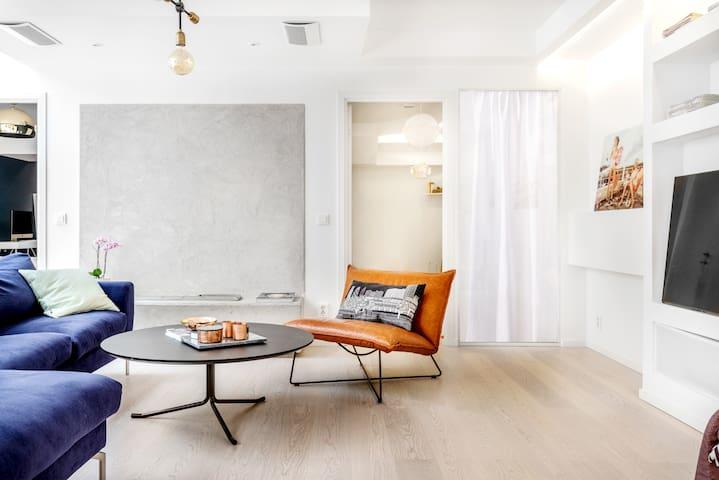 Central, Modern Room & Bathroom in Stockholm