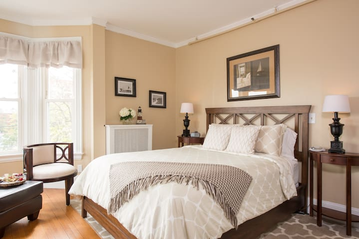 The Longfellow Room - The Chadwick Bed & Breakfast