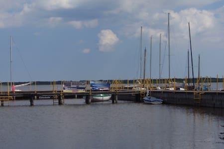 Mieszkanie nad jeziorem Wicko, koło Jarosławca - Łącko