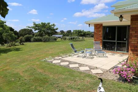 The Tiny Farm Balcony Room & Breakfast - Ngaruawahia