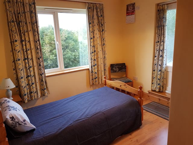 Single bedroom in the heart of Galway City.  No 7