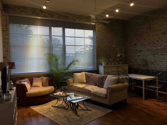 Min Walk to Dwntwn Atl! Free Parking! Trendy Loft!