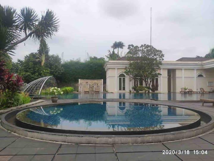 Luxury place with Pool, Sauna & Cinema room