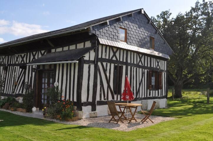 Gîte colombage entre Bernay Orbec - Saint-Aubin-du-Thenney - Haus