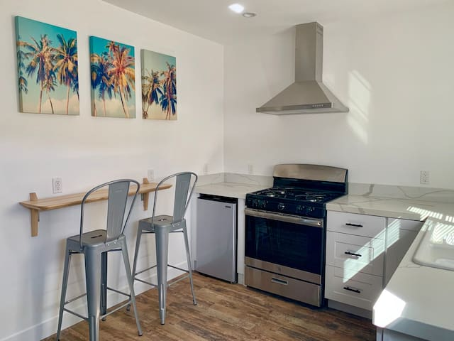 Beautiful private new guest house near Universal