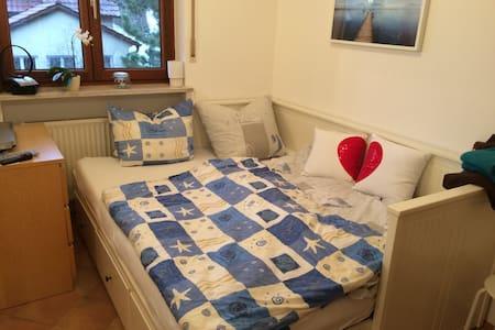 Gemütliches Zimmer (Nähe Messe) - Haar - Appartement