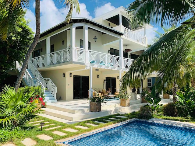 Islamorada villa with saltwater pool and boat dock