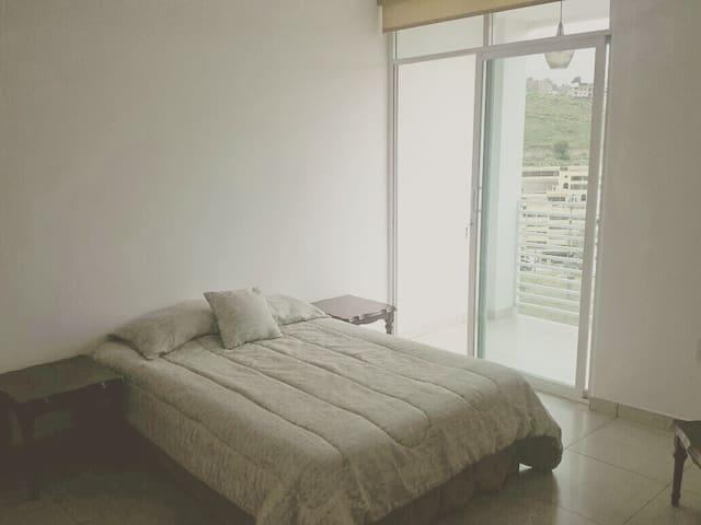 Habitación muy comoda para trabajo o vacaciones.