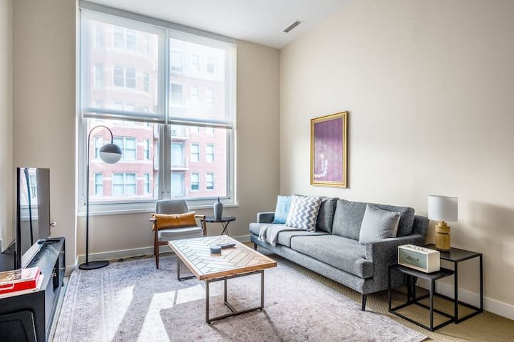 Comfy Penn Quarter 2BR w/ Gym, Pool, nr. National Mall, by Blueground