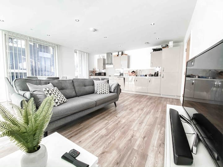 Stylish 2 bed luxury flat