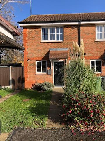 Newly refurbished 2 bed house in Leighton Buzzard.