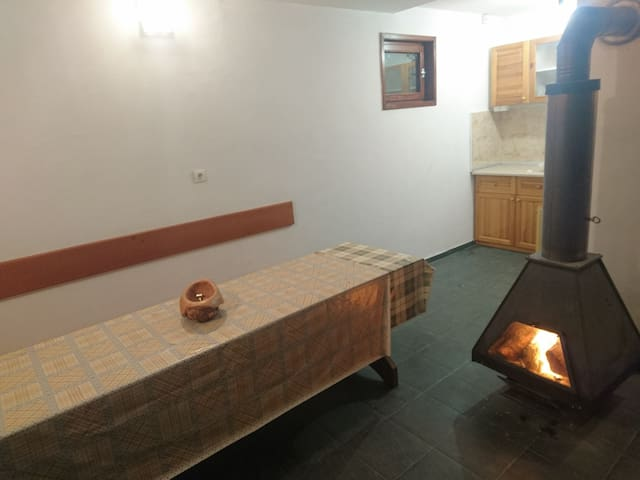 Forest Guest House Close to Sofia With Fireplace - Pernik - Gästhus