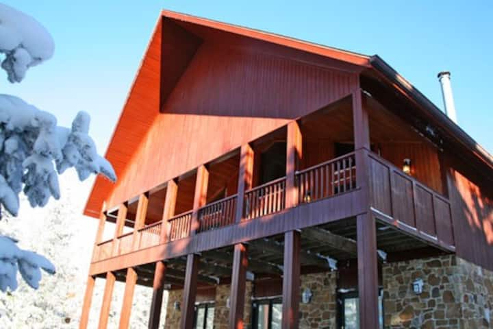 North West Ridge 112 -  Timber Wolf Lodge Ski Chalet.  Adjacent to the Western Territory Slopes. Free Shuttle to Village .