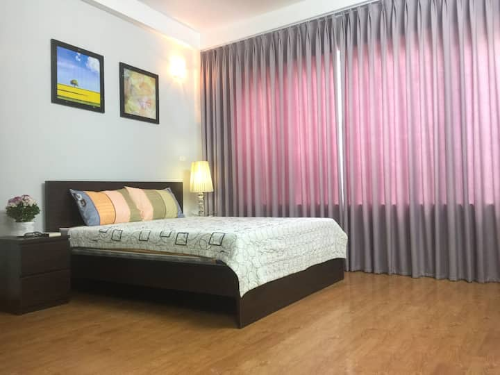 Cosy Queen Bedroom with ensuite bath & kitchen