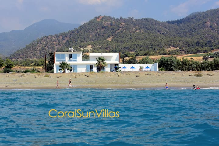BEACH FRONT SPECTACULAR VILLA,Sea Only 30m,For10p