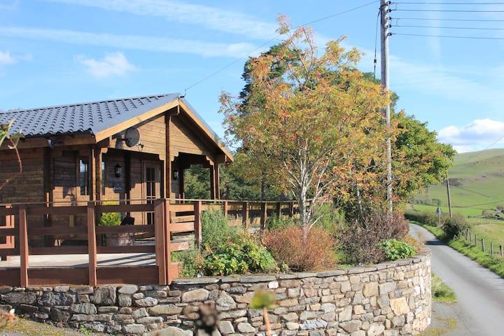 Romantic Cabin Haf, Perfect Getaway with Hot Tub
