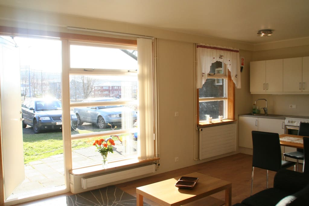 Bright and open apartment. Free parking
