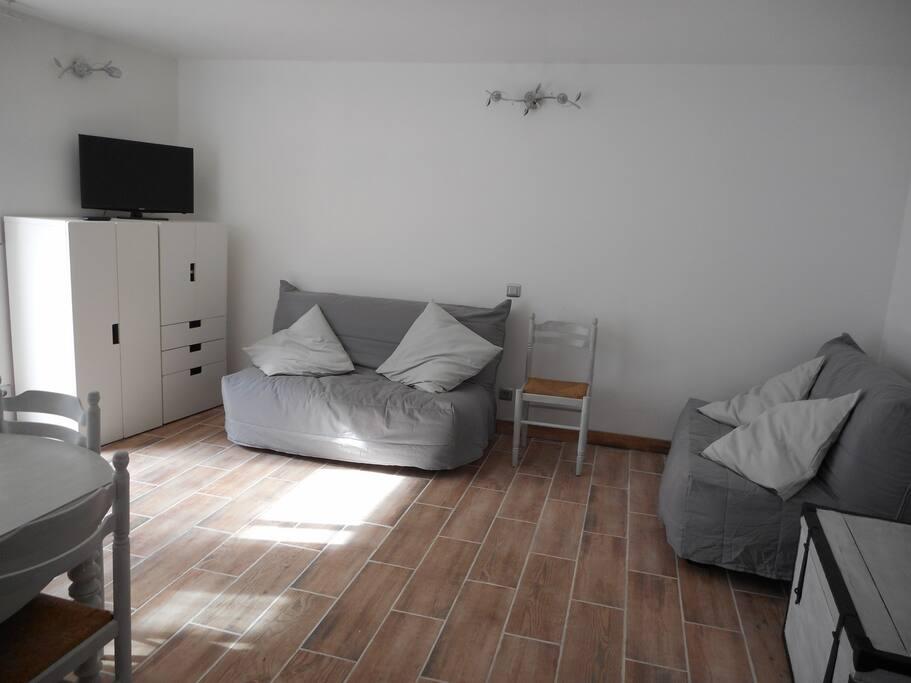 Studio neuf de 35 m donnant sur une cour appartements for Studio neuf