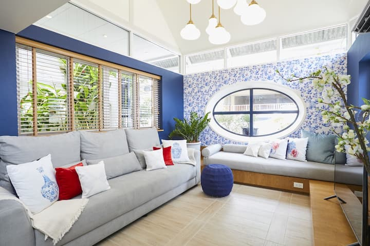 Private blue and white stylish house, 4Br 3Bathr.