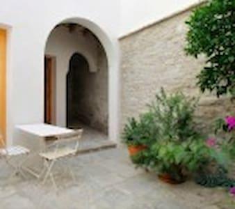 Loft Casco Antiguo con patio - Tarifa