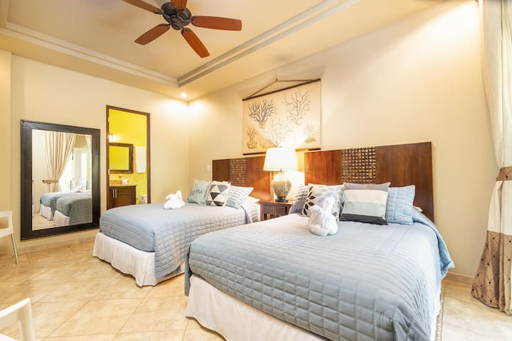Guest bedroom, two Double beds, private bathroom