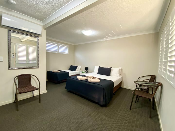 Twin Room at motel near Pacfair w/ free parking