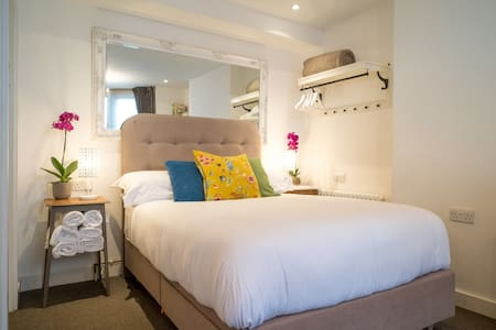 Cosy courtyard studio near Bristol Harbourside