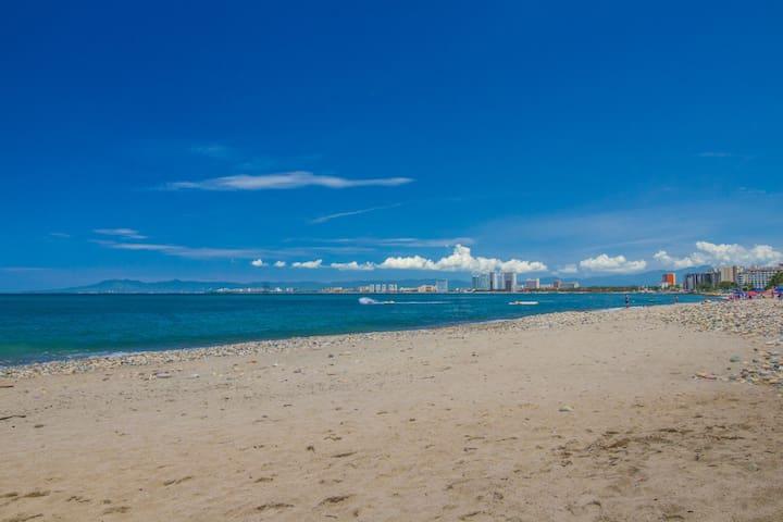 Block from Beach, Block from Malecon! Ocean Views!
