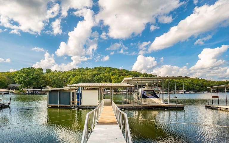 Luxury waterfront home with PARTY dock / jet skis!