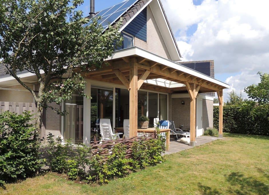 Royale woning aan het water huizen te huur in terkaple for Huizen te koop friesland