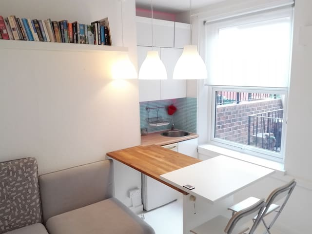 THE LIGHT BOX-EN SUITE-CITY SELF CONTAINED LEEDS