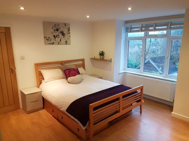 Beautiful big, light & airy ensuite room with view