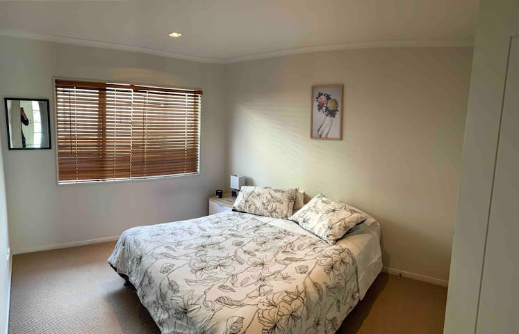 Double bedroom with private bathroom Auckland