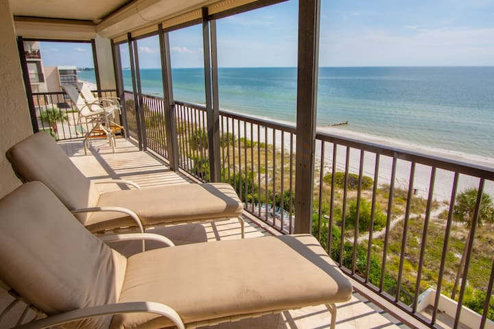 Corner Two bedroom Overlooking the Gulf of Mexico